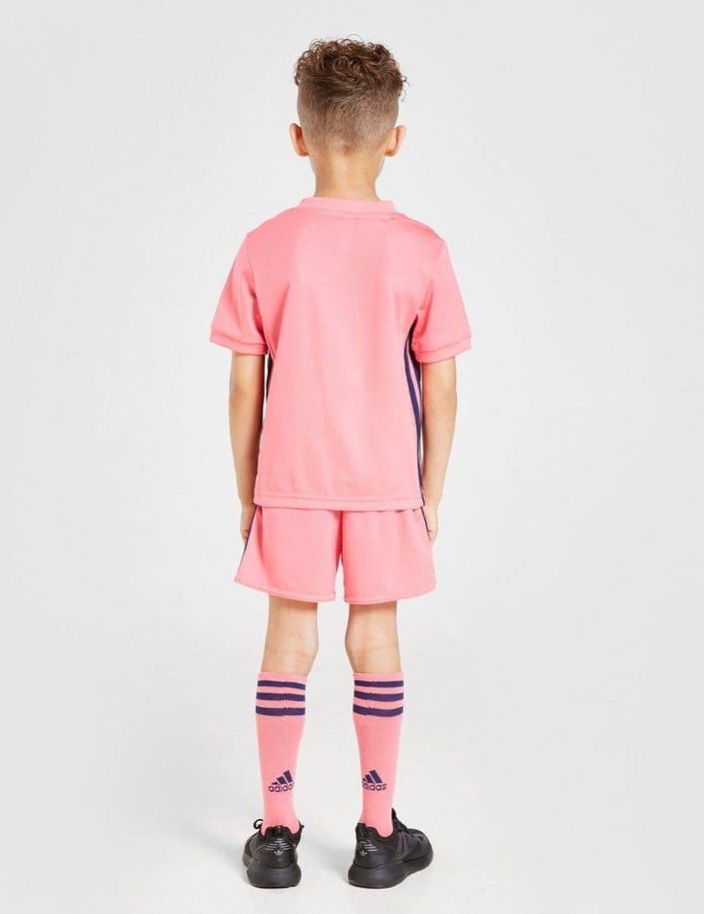 Розовая детская форма Реал Мадрид regbnm